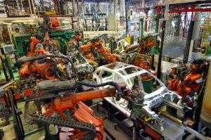 Reducción de la Fuerza de Empuje Transporte de la carga en una planta de ensamblaje de camiones.